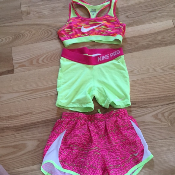 0431d3acd2dfe Girls Nike sports bra and shorts. M 5b941bf0a5d7c6ee3cd062ca
